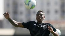 Carlos Rentería é regularizado no BID e pode estrear pelo Botafogo