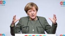 Merkel: Bankers Must Decide on Deutsche-Commerzbank Merger