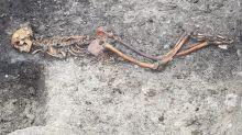 """El """"misterio"""" de un hombre asesinado en la Edad del Hierro, cuyo esqueleto fue hallado en Inglaterra"""