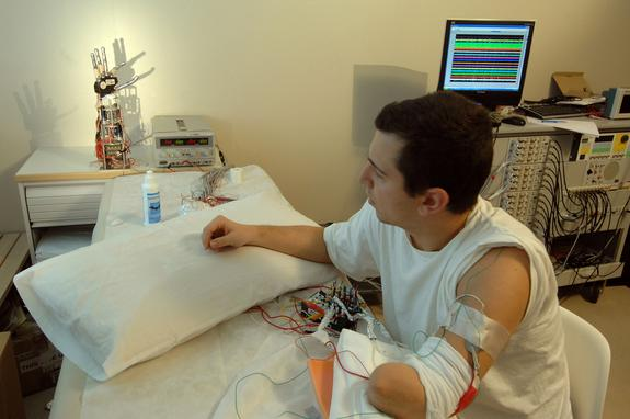 Touchy-Feely Bionic Hand Closer to Reality