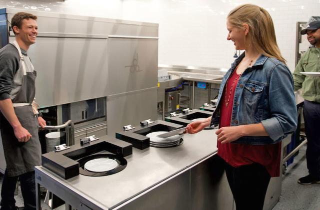 Robotic dishwasher saves restaurants from drudgery