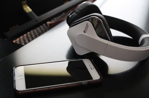 "Alpine Headphones tout ""immersive"" experience, Level Play iPhone app"