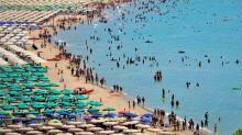 Donna muore in spiaggia a Gaeta, l'ipotesi dell'arresto cardiocircolatorio