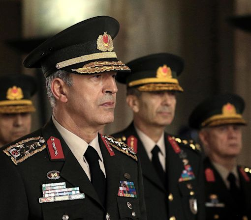 Turkey's top military commander keeps post