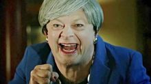 Mira a Andy Serkis resucitando a Gollum para parodiar a Theresa May y su Brexit