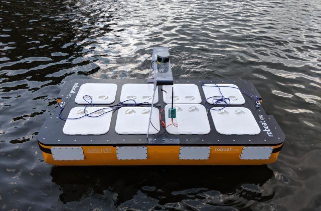 MIT tests autonomous 'Roboat' that can carry two passengers