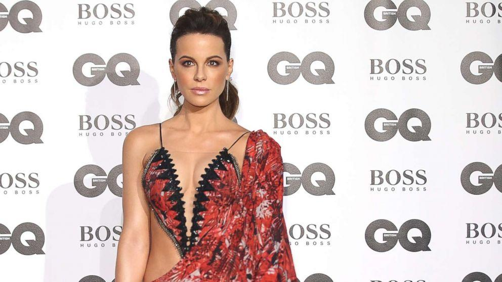 kate beckinsale tries and fails to recreate famous