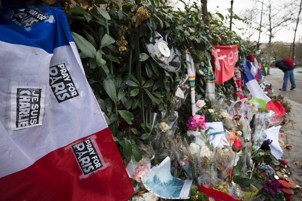 Tributes are laid outside the Bataclan concert hall in Paris in the wake of the November 13 terror attacks (AFP Photo/Joel Saget)