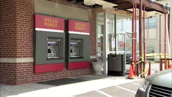 Woman robbed, forced to withdraw from ATM in Wilmington