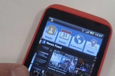 INQ launches Facebook-focused Cloud Touch and Cloud Q phones