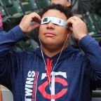 Photos: Tom Brady, Bartolo Colon Among Athletes Looking At The Total Solar Eclipse