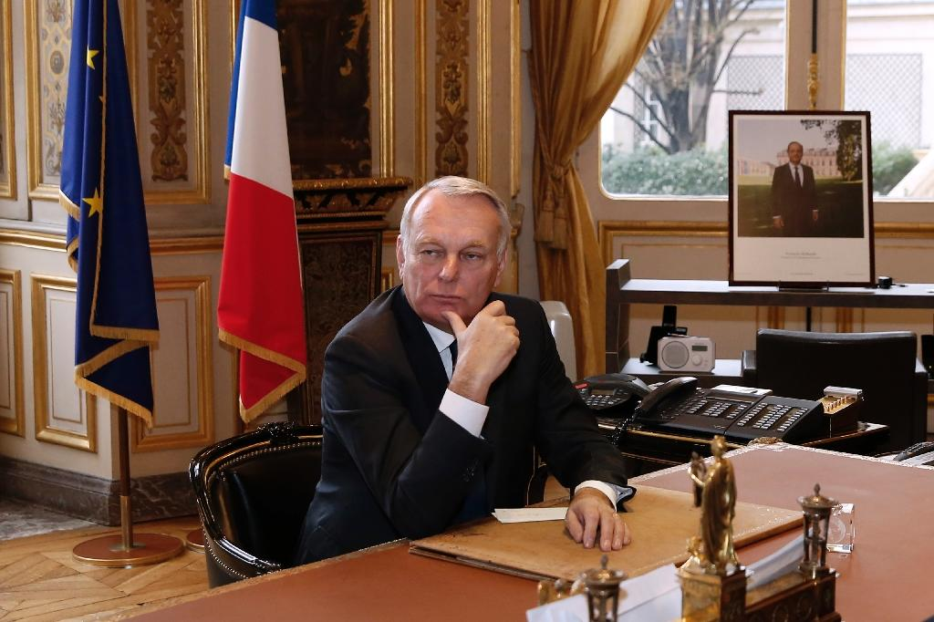 Newly appointed French Foreign Minister Jean-Marc Ayrault at his desk at the Foreign Ministry, on February 12, 2016 in Paris (AFP Photo/Patrick Kovarik)