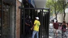 INSS: em dia de reabertura de agências, segurados têm dificuldades para conseguir atendimento