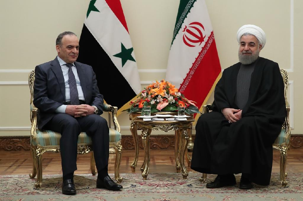 Iranian President Hassan Rouhani (R) meets with Syrian Prime Minister Imad Khamis in Tehran on January 18, 2017 (AFP Photo/HO)