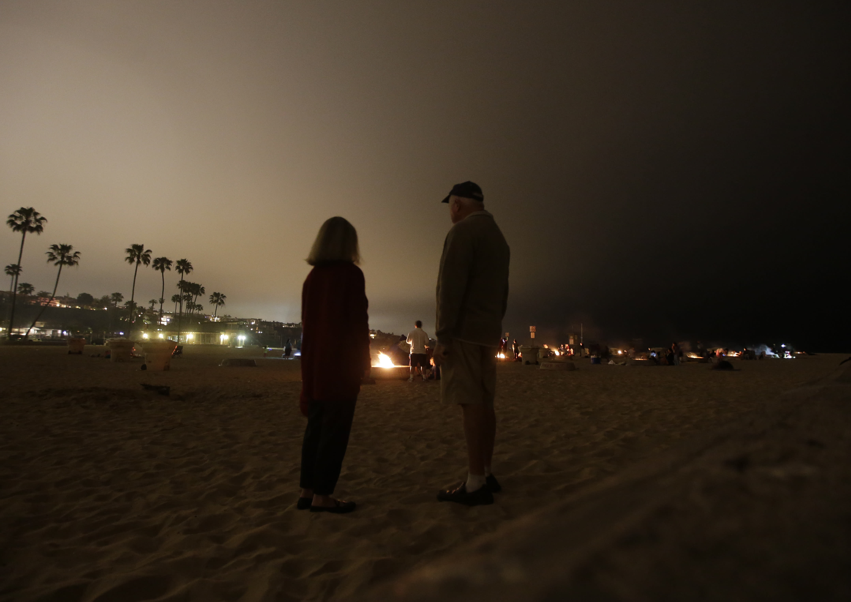 Beach bonfire spat gets hot in Southern California