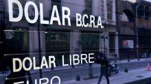 """""""Dólar turista"""": instrumentarán un impuesto del 20% a los consumos en dólares"""