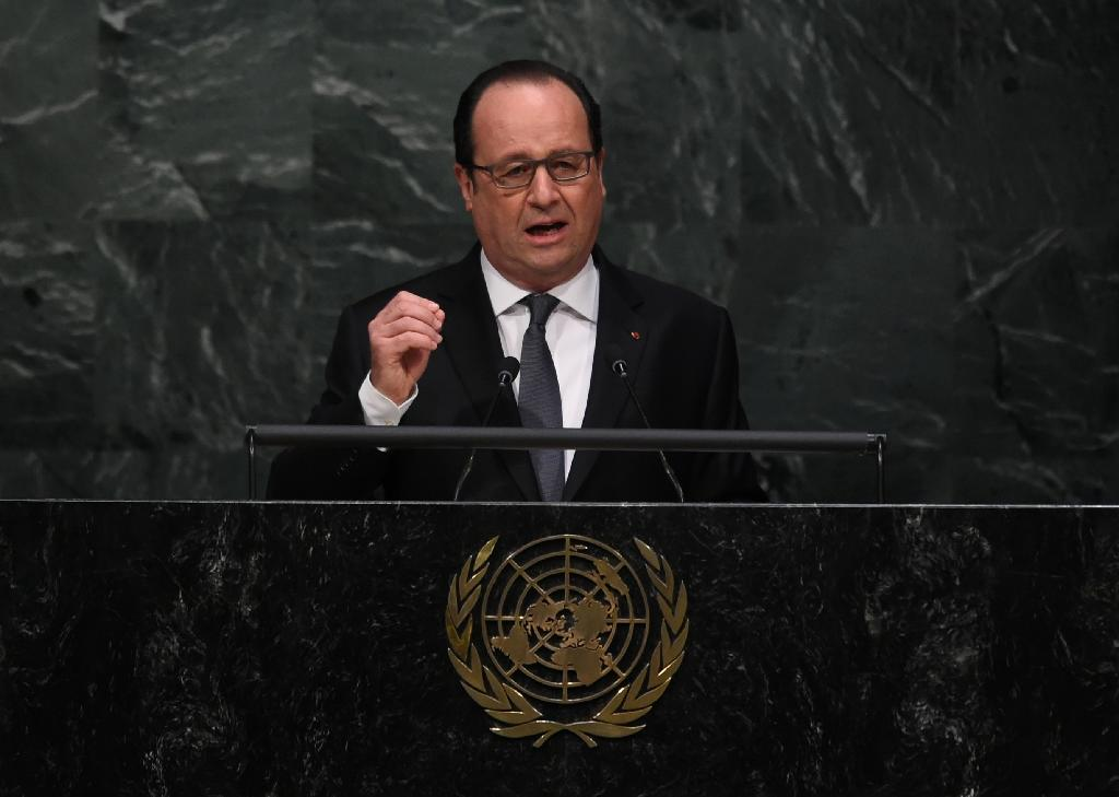 French President Francois Hollande addresses the United Nations in New York on April 22, 2016 (AFP Photo/Jewel Samad)