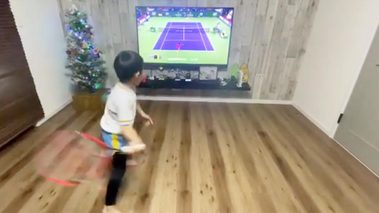 Young brothers mimic Roger Federer technique and ace it