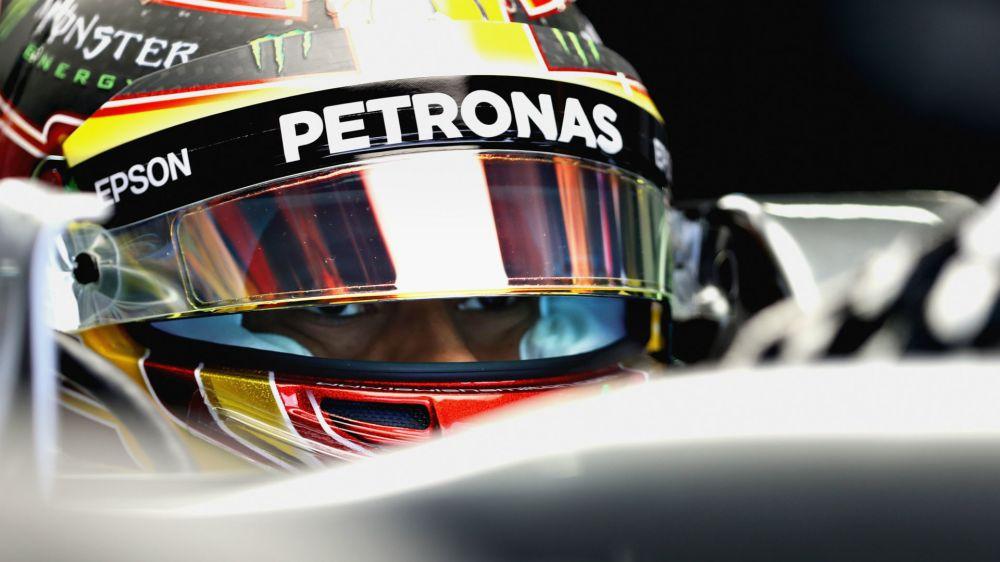 Hamilton refutes Vettel's sandbagging claim
