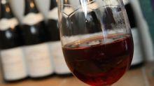 """""""Il apaise l'anxiété et le stress"""": à Bordeaux, un producteur lance un vin infusé au cannabis"""