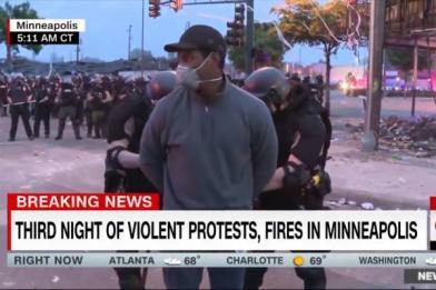 CNN非裔記者連線 當眾遭警上銬逮捕