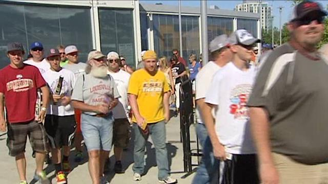 LSU Tiger fans line up for 8 hours to watch College World Series games