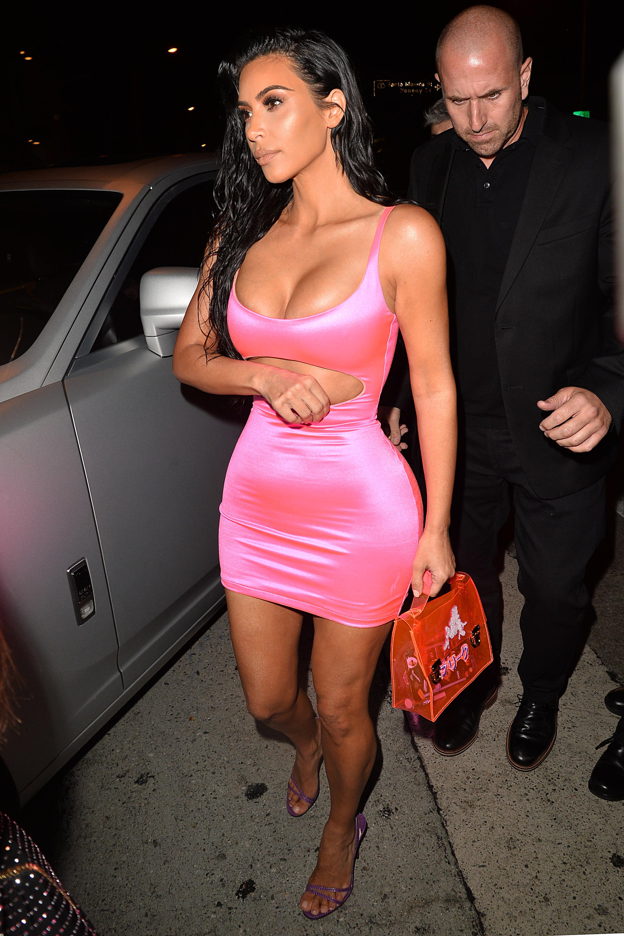 Kim Kardashian viste como Barbie, ¡plastic fantastic!