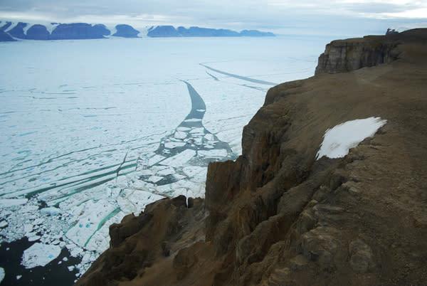 Manhattan-Size Iceberg Breaks Away from Greenland Glacier