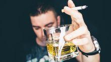Cuanto más fumas y bebes alcohol, más envejece tu cerebro