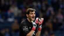El cabreo de Casillas en Twitter con el árbitro tras el primer gol de Francia