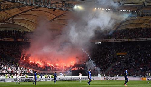 2. Liga: Fankrawalle: Derby in Stuttgart vor dem Abbruch