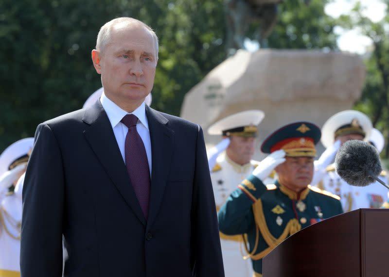 Putin, Zelenskiy discuss conflict in eastern Ukraine on eve of ceasefire