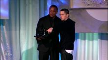 WOWtv - Eminem warns festival fans after 'gunshot sound' controversy