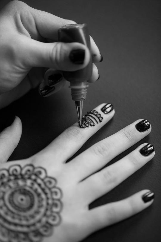 Mehndi For Doctors : Doctors caution against black henna tattoos after year