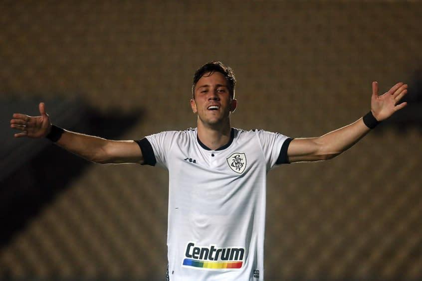 Sem Frizzo, Chamusca terá que reinventar meia do Botafogo em clássico decisivo contra o Fluminense