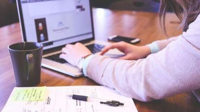 3 ways to balance a side hustle with a job