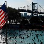 US weather: Police urge criminals to 'hold off until Monday' as deadly heatwave grips east coast