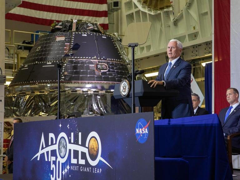 Crew capsule created to take U.S. astronauts back to moon completed