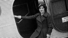 La joven que quería ser piloto comercial y se convirtió en la primera azafata de vuelo de la Historia