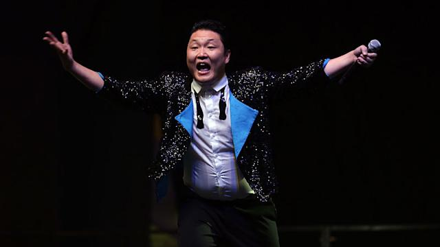 PSY brings 'Gangnam Style' to Singapore