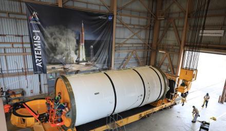 NASA 將增購 6 個額外的 SLS 任務所需的 12 枚固態火箭