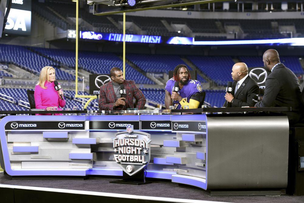 Baltimore Ravens inside linebacker C.J. Mosley, center, sits on the
