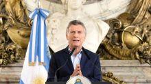 Qué hay detrás del polémico decreto que pretende expulsar extranjeros en Argentina