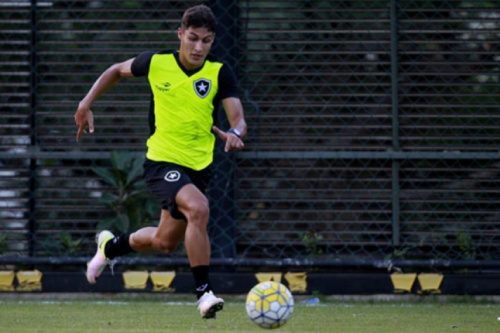 Marcinho ou Fernandes? Lateral do Botafogo ainda deve ser definida