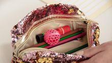 Il trucco per pulire la tua borsa: basta una pallina. Rivoluzione su Amazon