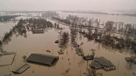 Flooding will go on in storm-ravaged U S  Midwest