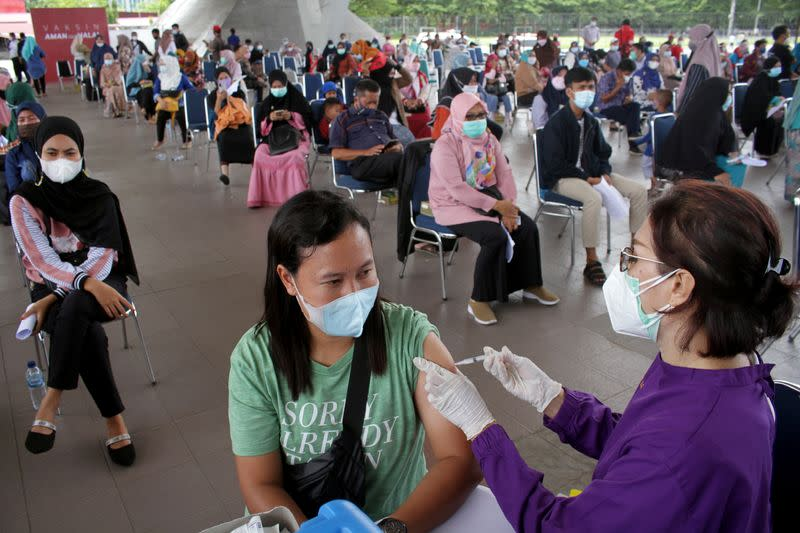 Indonesia OKs 'private research' of COVID-19 vaccine after barring Phase II trial