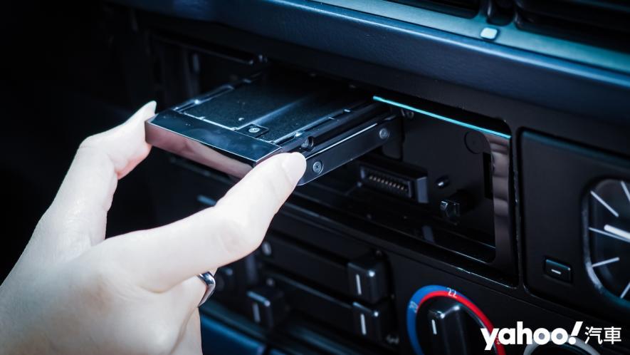 25載老車要如何蝦趴?開箱Pioneer SPH-10BT與Baseus無線充電的數位轉生術! - 8
