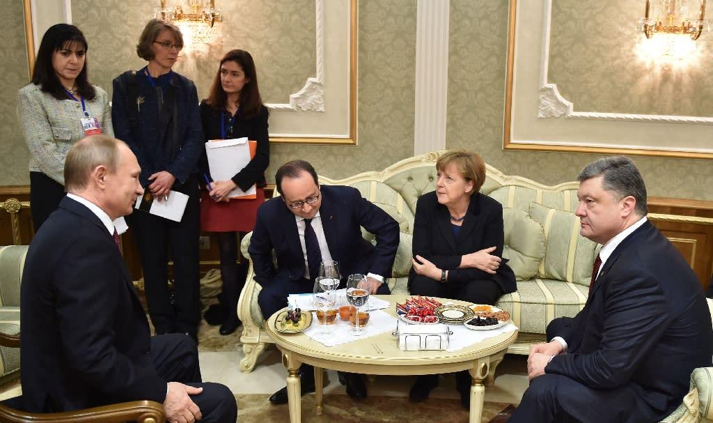 Russian President Vladimir Putin (left) and his Ukrainian counterpart Petro Poroshenko (right) agreed a peace deal during talks in the Belarus capital Minsk in February 2015 (AFP Photo/Mykola Lazarenko)