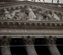 S&P edges higher in choppy session as stimulus talks drag on